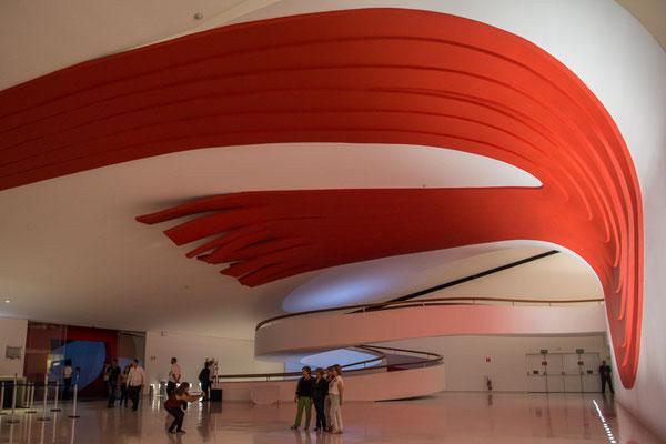 Im Parque do Ibarapuera, das Auditorium von Niemeyer geplant