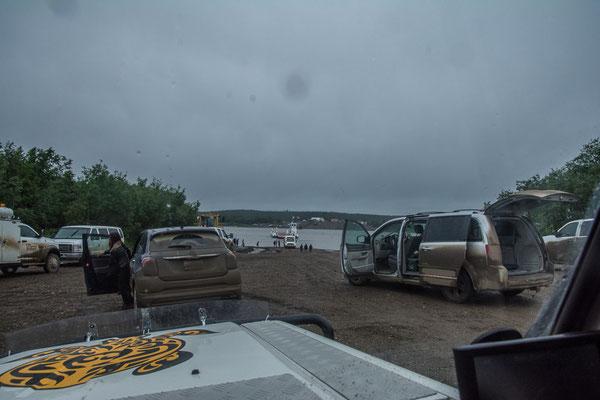 Die Fähre kann wegen Hochwasser seit Tagen nicht fahren