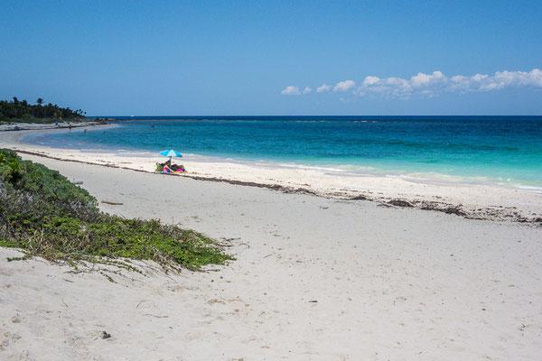 Einer der wenigen unverbauten Strände an der Riviera Maya