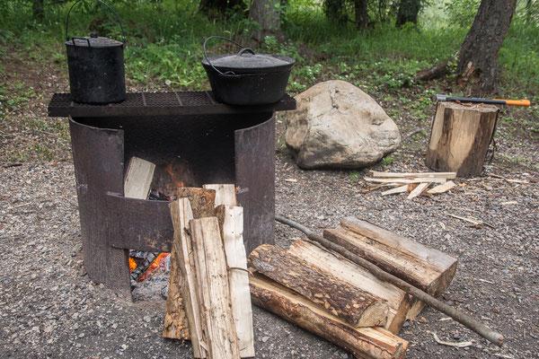Buschküche in Betrieb