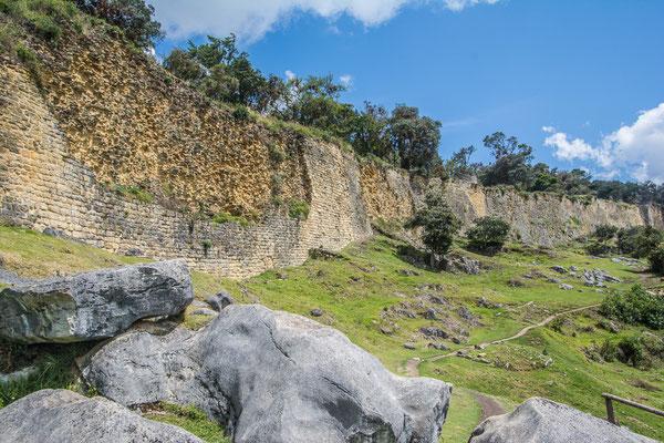 Die östliche Aussenmauer der Festungsanlage