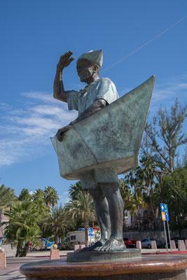Viele schöne Skulpturen schmücken die Stadt