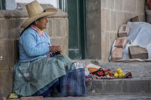 Eine Indigena, immer am Arbeiten