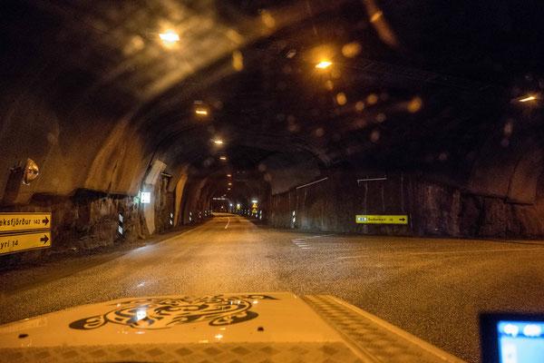 Tunnelgabelung mitten im Berg