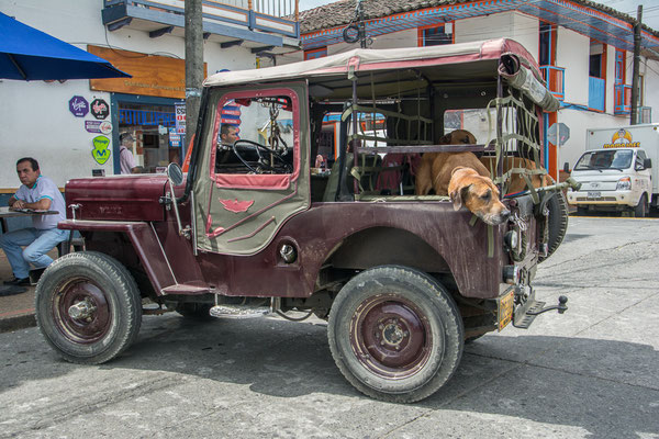 Lokales Transportmittel: Alte Willys Jeep