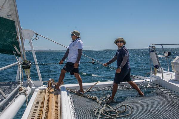 Diego und Chris lichten den Anker