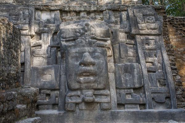 Pyramide der Masken