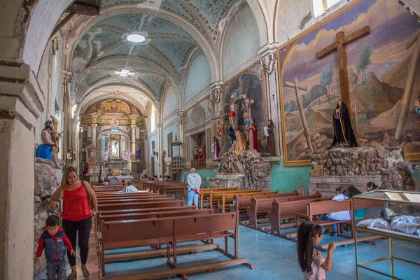 Im Innern der sehr speziellen Kirche neben der Kathedrale
