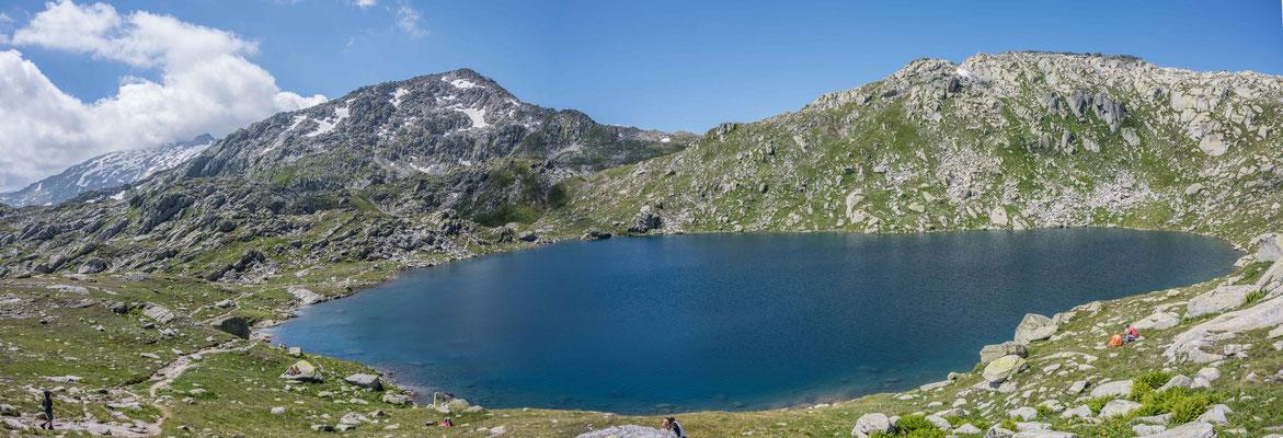 Wanderung zu den Bergseen im Gotthard Gebiet