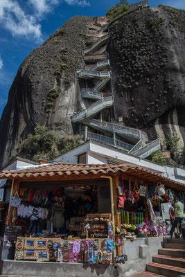 Die Treppen hoch zum Felsen