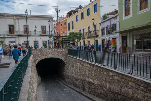 Eine der Untergrundstrassen der Stadt