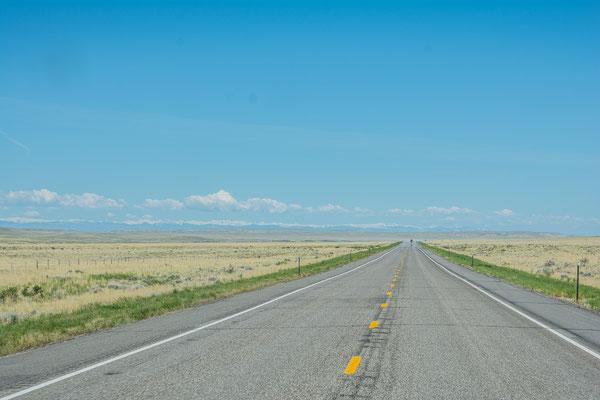 Auf dem Weg nach Wyoming, noch einmal ziemlich gerade und flach aber trotzdem abwechslungsreicher