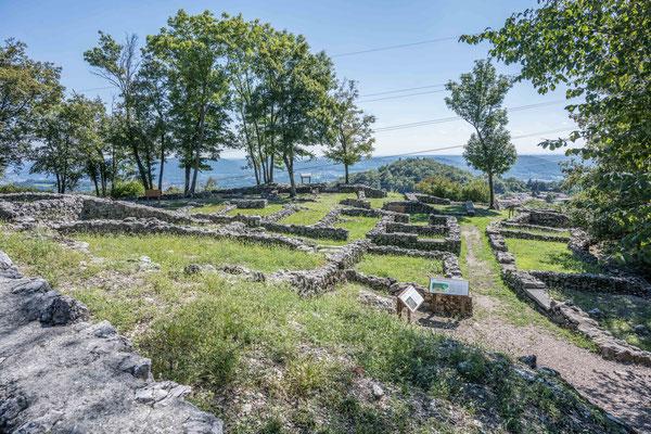 Die Ruinen einer prähistorischen Siedlung bei Tremona