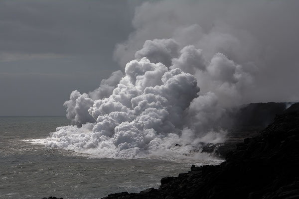 Lavafluss ins Meer