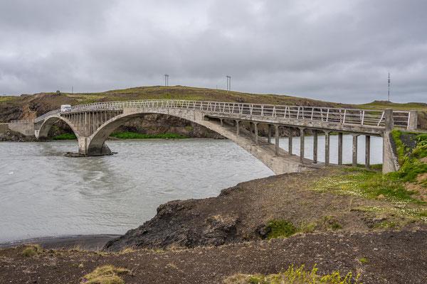 Elegante Betonbrücke