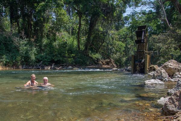 Abkühlen im glasklaren Fluss
