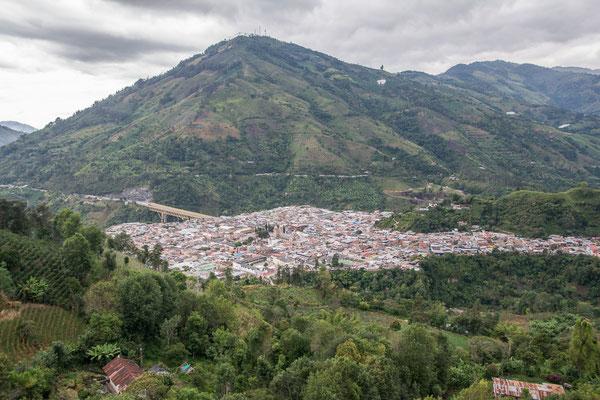 Blick hinunter auf Cajamaca