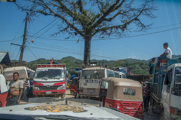 Verkehrschaos wegen Dorfmarkt