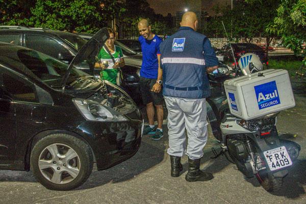 Batteriepanne, superschnell behoben, vom Mechaniker der Versicherungsgesellschaft