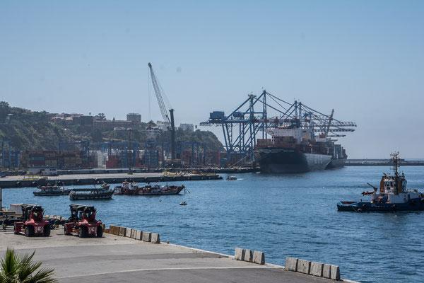 Der Hafen der Stadt