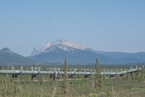 Brooks Range mit Alaska Pipeline