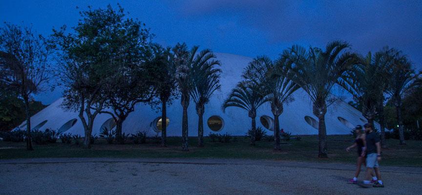 Im Parque do Ibarapuera, Gebäude von Oscar Niemeyer