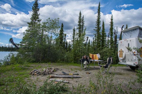 Camp an einem einsamen See
