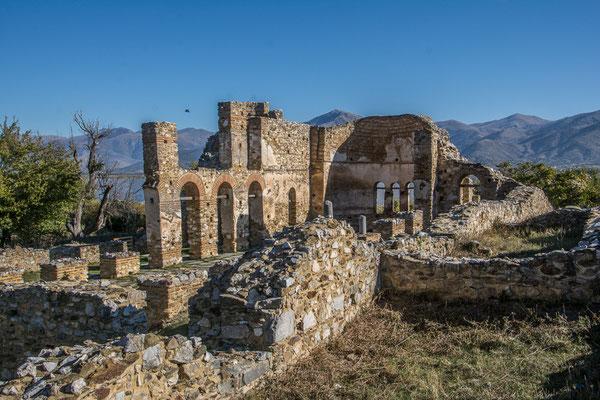 Ruinen der Basilika Heiliger Achillios