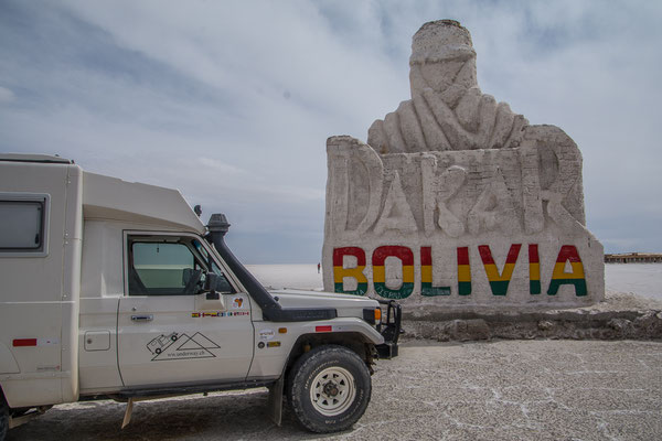 DAs DAkar Monument auf dem Salar de Uyuni