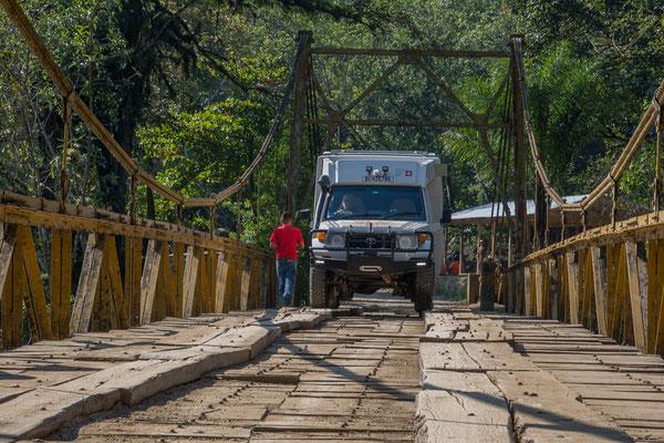 Abenteuerliche Hängebrücke bei Semuc Champey