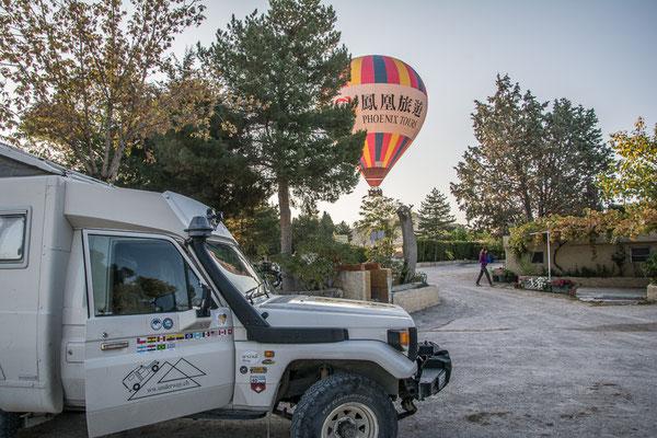 Ballone in Kappadokien, knapp über dem Camp