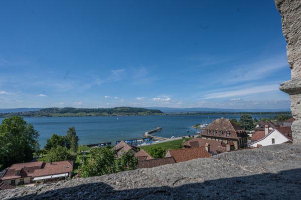 Aussicht über den Murten See in den Jura