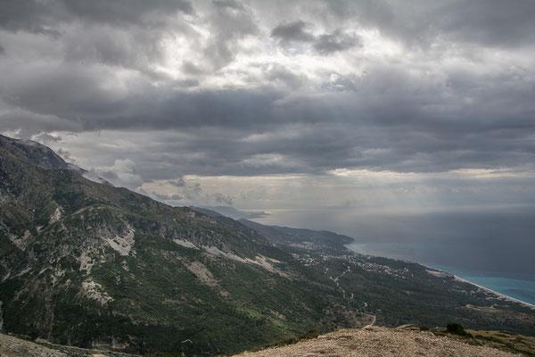 Morgennebel an der Südküste Albaniens