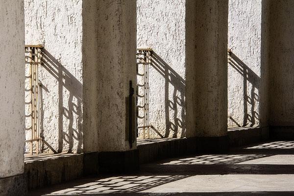 Schattenlicht (2) - © Helga Jaramillo Arenas - Fotografie und Poesie / September 2018