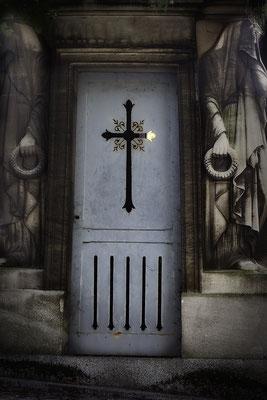 Das Licht in der Tür - © Helga Jaramillo Arenas - Fotografie und Poesie / August 2018