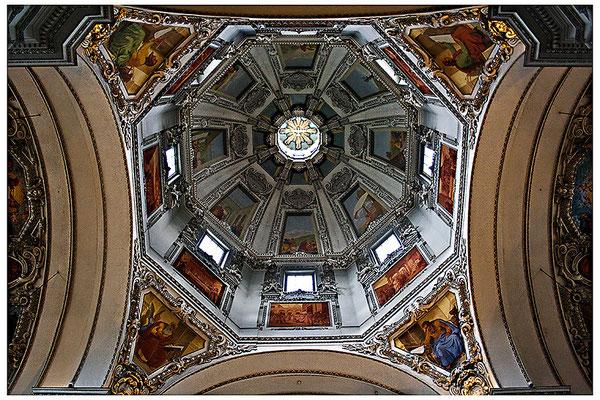 Aufgeblickt in mächtige Kuppeln (1) - © Helga Jaramillo Arenas - Fotografie und Poesie / August 2012