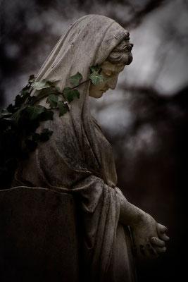 Verloren zwischen Licht und Schatten - © Helga Jaramillo Arenas - Fotografie und Poesie  / Juni 2015
