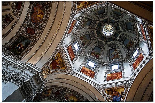 Aufgeblickt in mächtige Kuppeln (3) - © Helga Jaramillo Arenas - Fotografie und Poesie / August 2012