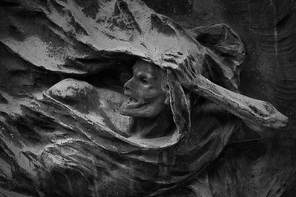 Kampfeslust in himmlischen Sphären (9) - © Helga Jaramillo Arenas - Fotografie und Poesie / September 2013