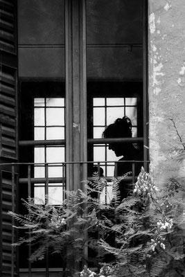 Am Fenster -  © Helga Jaramillo Arenas - Fotografie und Poesie / Januar 2021