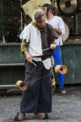 Jonglierkunst/Mittelalterfest auf der Ronneburg 2017 - © Helga Jaramillo Arenas - Fotografie und Poesie / Oktober 2017