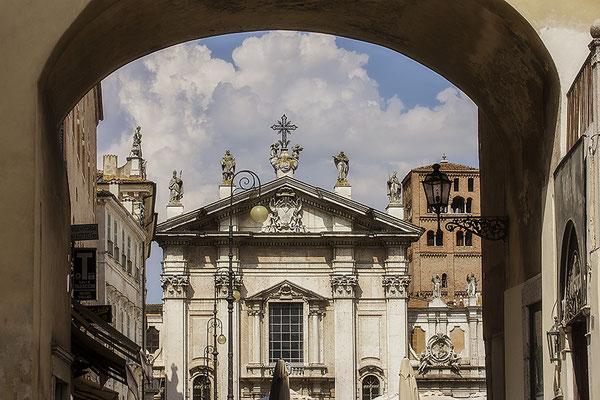Willkommen / Piazza Sordello - Mantova Italien - © Helga Jaramillo Arenas - Fotografie und Poesie / Juni 2018