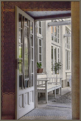 Geöffnete Türen (2) Bad Nauheimer Jugendstilbad - © Helga Jaramillo Arenas - Fotografie und Poesie / September 2018
