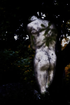 Schmerzgebeugt - © Helga Jaramillo Arenas - Fotografie und Poesie / Dezember 2015