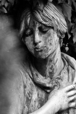 Die Hand am Herzen - © Helga Jaramillo Arenas - Fotografie und Poesie  / Juni 2015