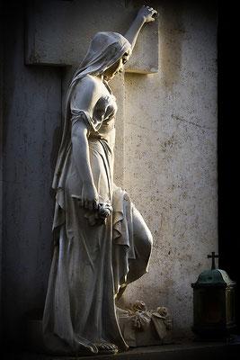 Sie sucht die Wärme des Lichtes - © Helga Jaramillo Arenas - Fotografie und Poesie / April 2012