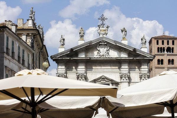Frühlingsfreude / Piazza Sordello - Mantova Italien - © Helga Jaramillo Arenas - Fotografie und Poesie / Juni 2018