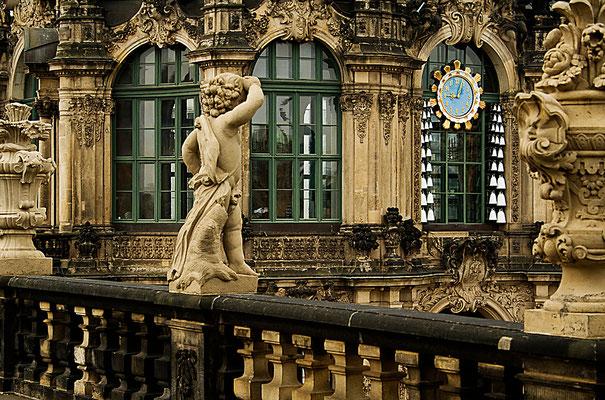 """""""Wie spät ist es?"""" / Dresden - © Helga Jaramillo Arenas - Fotografie und Poesie / April 2011"""