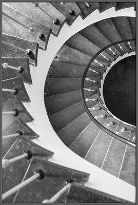 Im Treppenhaus (2) - © Helga Jaramillo Arenas - Fotografie und Poesie / August 2018