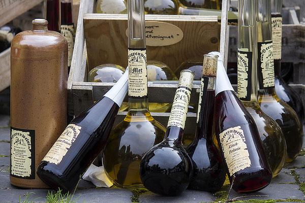 Wein und Met (2)/Mittelalterfest in Heusenstamm 2017 - © Helga Jaramillo Arenas - Fotografie und Poesie / Oktober 2017
